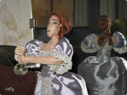 """В мае мы ездили на """"Две королевы""""... Как же давно это было, кажется. Там и тогда в процессе игры я начала мастерить ее Величеству королеве-матери Екатерине Медичи пандору - куклу для примерки новых фасонов нарядов. Маленькую, но почти историчную.  Но не успела. То Париж штурмовали, и приходилось с мужем работать на стене, вторым номером орудийного расчета стоять после смерти лейтенанта, то на балу гостей по местам согласно церемониалу распихивать..."""