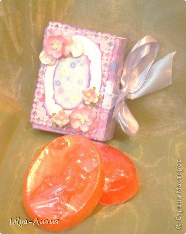 Вот решила сварить мыльце и подарить!  Вот такое мыльце получилось с запахом апельсина и маслом персика.... И так я его упаковала (пока правда только одно) фото 2