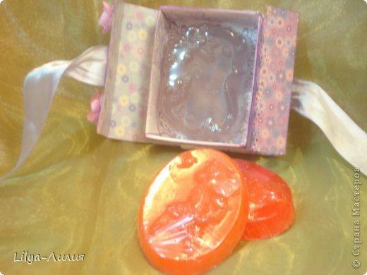Вот решила сварить мыльце и подарить!  Вот такое мыльце получилось с запахом апельсина и маслом персика.... И так я его упаковала (пока правда только одно) фото 3