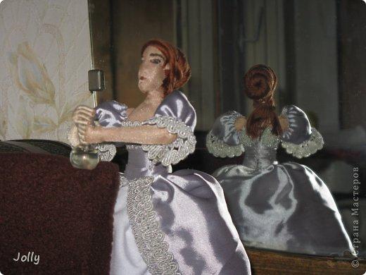 """В мае мы ездили на """"Две королевы""""... Как же давно это было, кажется. Там и тогда в процессе игры я начала мастерить ее Величеству королеве-матери Екатерине Медичи пандору - куклу для примерки новых фасонов нарядов. Маленькую, но почти историчную.  Но не успела. То Париж штурмовали, и приходилось с мужем работать на стене, вторым номером орудийного расчета стоять после смерти лейтенанта, то на балу гостей по местам согласно церемониалу распихивать... фото 5"""
