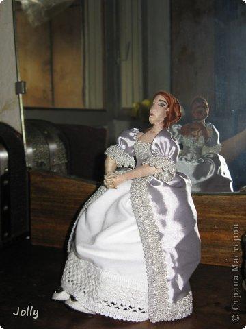 """В мае мы ездили на """"Две королевы""""... Как же давно это было, кажется. Там и тогда в процессе игры я начала мастерить ее Величеству королеве-матери Екатерине Медичи пандору - куклу для примерки новых фасонов нарядов. Маленькую, но почти историчную.  Но не успела. То Париж штурмовали, и приходилось с мужем работать на стене, вторым номером орудийного расчета стоять после смерти лейтенанта, то на балу гостей по местам согласно церемониалу распихивать... фото 4"""