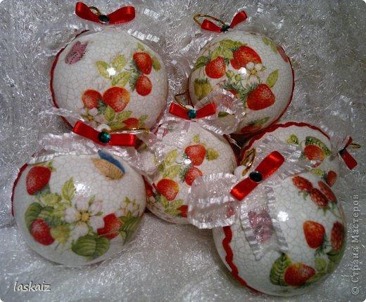Вечер добрый, сегодня у меня клубничные шарики для своей елочки, D8 см, 6 штучек, мотивы клубнички и ежевички фото 1