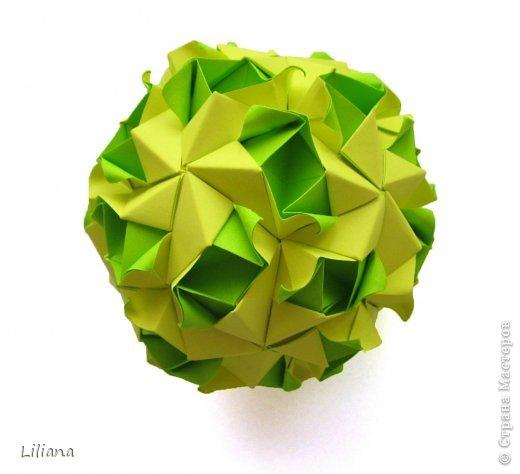 Вот и мой вклад в шестую игру. Name: Allium Designer: Natalia Romanenko Units: 30 Paper: 5*10 cm (1:2) Final height: ~ 9 cm Joint: no glue  http://kusudama.info/2013/10/allium-tutorial/ http://kusudama.info/2013/10/igra-6/ фото 2