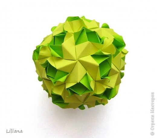 Вот и мой вклад в шестую игру. Name: Allium Designer: Natalia Romanenko Units: 30 Paper: 5*10 cm (1:2) Final height: ~ 9 cm Joint: no glue  http://kusudama.info/2013/10/allium-tutorial/ http://kusudama.info/2013/10/igra-6/ фото 1