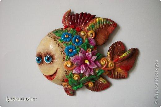 Здравствуйте дорогие мастера прекрасной  Страны Мастеров!  Под впечатлением осенней погоды создалась вот такая рыбка- панно. Размер 16x 13 см. Краски акриловые. Буду рада, если вам понравится!!