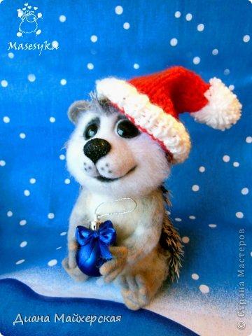Знакомьтесь)))Это ёжик Снежок)Он уже готов к Новому году) а вы?? нет??тогда этот помощник спешит к вам)