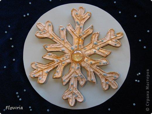 Снежинка в технике Пейп-арт фото 1