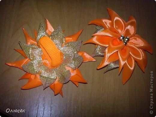 Вот какие цветики делала я в последнее время... Заколка-цветочек. МК, которые помогали: https://stranamasterov.ru/node/634861?c=favorite_c и https://stranamasterov.ru/node/404456?c=favorite_c фото 3
