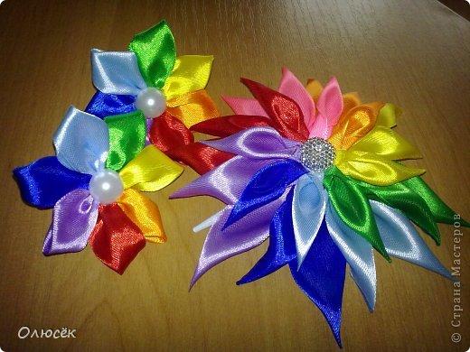 Вот какие цветики делала я в последнее время... Заколка-цветочек. МК, которые помогали: https://stranamasterov.ru/node/634861?c=favorite_c и https://stranamasterov.ru/node/404456?c=favorite_c фото 4