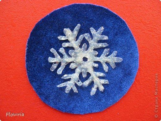 Наваяла очередных снежинок. Стеклянные кабашоны (наклеены на картонную снежинку) фото 6