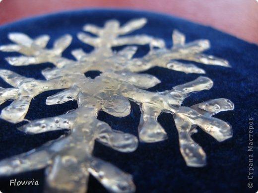 Наваяла очередных снежинок. Стеклянные кабашоны (наклеены на картонную снежинку) фото 7
