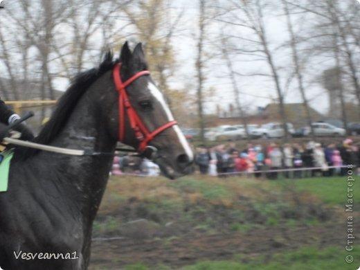 Здравствуйте! Хочу предложить сделать карусель лошадок к Новому Году. Лошадки очень простые, можно сделать с детьми и повесить на елочку. Может быть кому-то пригодится! фото 27