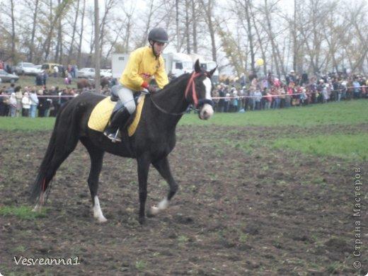 Здравствуйте! Хочу предложить сделать карусель лошадок к Новому Году. Лошадки очень простые, можно сделать с детьми и повесить на елочку. Может быть кому-то пригодится! фото 25
