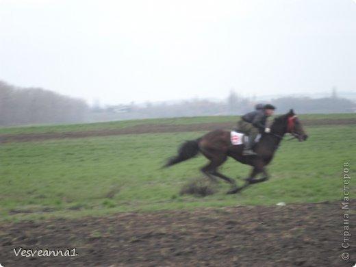 Здравствуйте! Хочу предложить сделать карусель лошадок к Новому Году. Лошадки очень простые, можно сделать с детьми и повесить на елочку. Может быть кому-то пригодится! фото 28