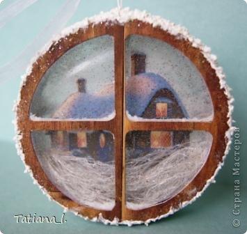 Задекорирована бобина от скотча. Внутри вырезанная распечатанная картинка. фото 2