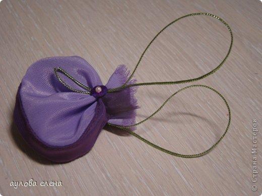 Предлагаю вам сделать вот такие простые маленькие сумочки для кукол. На одну сумочку уходит, примерно, 15-20 минут. Это как раз, один из тех вариантов, когда надо быстро сделать какой нибудь аксессуарчик для нашей куколки. фото 29