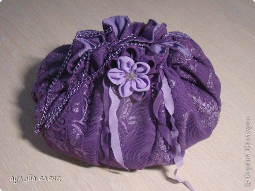 Предлагаю вам сделать вот такие простые маленькие сумочки для кукол. На одну сумочку уходит, примерно, 15-20 минут. Это как раз, один из тех вариантов, когда надо быстро сделать какой нибудь аксессуарчик для нашей куколки. фото 31