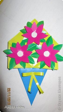 Праздничная телеграмма для мамы - дети каждый делали цветы из гофракартона- я потом склеивала в одну композицию фото 4