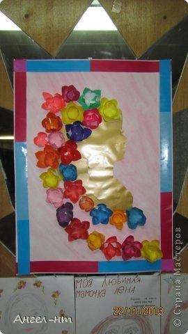 Праздничная телеграмма для мамы - дети каждый делали цветы из гофракартона- я потом склеивала в одну композицию фото 6