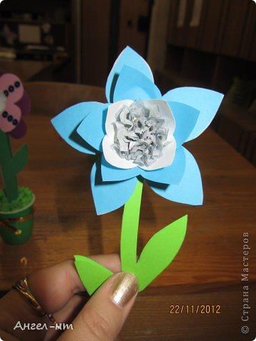 Праздничная телеграмма для мамы - дети каждый делали цветы из гофракартона- я потом склеивала в одну композицию фото 7