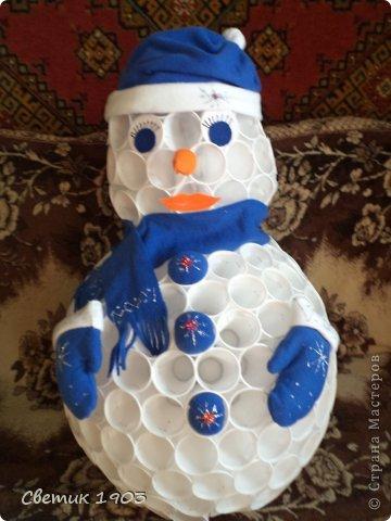 Снеговик своими руками мастер класс из пластиковых стаканчиков