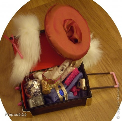 На улице холодно и сыро и наши куколки решили отправиться в жаркие страны и для этой цели прикупили чемодан. фото 18