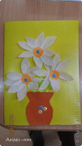 Цветы из креповой бумаги, для блеска добавляли пайетки.  фото 4