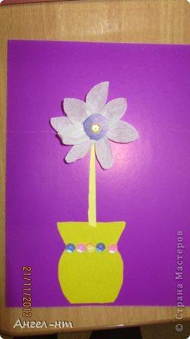 Цветы из креповой бумаги, для блеска добавляли пайетки.  фото 8