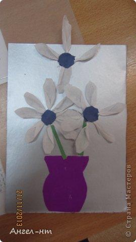 Цветы из креповой бумаги, для блеска добавляли пайетки.  фото 5