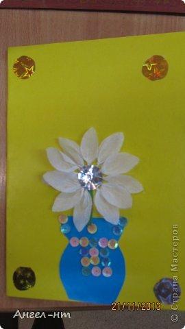 Цветы из креповой бумаги, для блеска добавляли пайетки.  фото 6