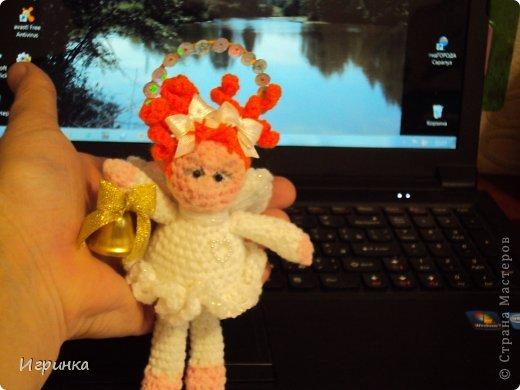 Здравствуй, страна! Все ближе и ближе новый год, все запасаются подарками для родных и близких, вот и я туда-же. Лошадок навязала целый табун, решила переключиться на кукол. Уж очень мне понравились гномики Томары Новак.  фото 8