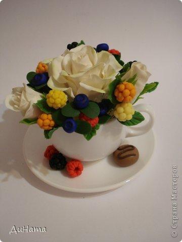 захотелось мне ягод,только оформить их хочу в белой чайной чашке,чтобы на блюдечке выложить три ягодки,а может еще и плиточку шоколада слепить. А пока они в ведре))) фото 9