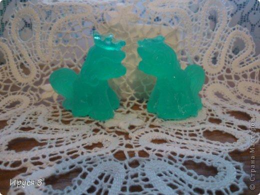 Мыльце   сварила из основы , добавила масло хлопковых семян,   эфирное масло сосны, почки сосны.  фото 5