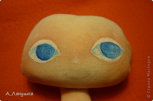 Сегодня я попробую рассказать, как нарисовать глазки кукле. Буду больше рассказывать, поэтому следите за текстом. Людей, получивших специальное образование, прошу не ехидничать! Нам понадобиться: 1 Краски акриловые 2 Кисти синтетические 3 Тушка куклы загрунтованная ( я грунтую смесью 0,5 воды+ 0.5 ПВА+ краска акриловая) 4 Вода 5 Лист бумаги (вместо палитры) 6 Карандаш простой и ластик. фото 5