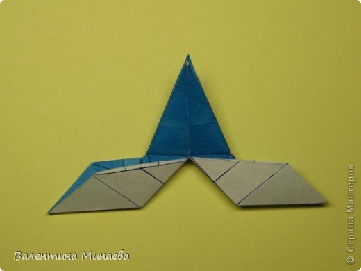 Name: Curly tulip Designer: Valentina Minayeva Parts: 30 Paper: 10,0 x 10,0  10,0 with glue AND... фото 37