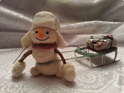Здравствуйте, дорогие мои мастерицы и мастерята! Сегодня мне хочется поздравить нашу большую Страну с Днем рождения! К этому празднику я слепила снеговиков. Их шесть... И это не случайно! Ведь именно сегодня наш сайт отмечает шестой день рождения!               фото 4
