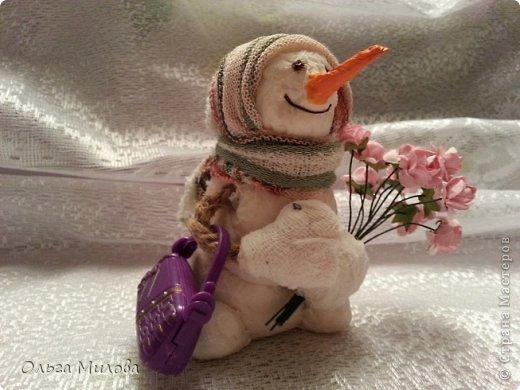 Здравствуйте, дорогие мои мастерицы и мастерята! Сегодня мне хочется поздравить нашу большую Страну с Днем рождения! К этому празднику я слепила снеговиков. Их шесть... И это не случайно! Ведь именно сегодня наш сайт отмечает шестой день рождения!               фото 8