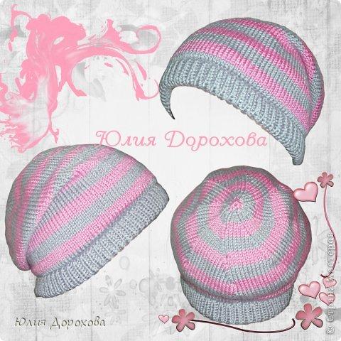 """Дочке на зиму под яркую розовую куртку нужно было связать шапку и шарф. Она нашла в интернете модели, которые ей хотелось. Шапка двойная, теплая. Только фото, без описаний. Пришлось думать, как это можно связать самой)) Делюсь опытом, может кому и пригодится. Нам понадобится: - пряжа черного цвета, у меня """"Камилла"""", производство NAZAR, (55% шерсть, 40% акрил, 5% кашемир, 100гр/320м) два мотка; - пряжа розового цвета, у меня BIANCA babylux, (45% детская шерсть, 55% акрил, 50гр/150м) два мотка; - круговые спицы № 3,5; - набор чулочных спиц № 3,5; - простые спицы № 3,5; - одна большая пуговица и три маленьких; - крючок № 3. Шапка связна на подростка. Окружность головы 53 см. фото 29"""