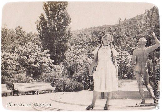 В нашей семье, как наверно во многих других, сохранились старые фотографии. Это история моей семьи , моего села, моя история. Эти люди почти все уже в вечности, и облик села стремительно меняется , уходит безвозвратно вслед за уходящими людьми.  Это мои прадед Андрей, прабабка Ульяна и прапрабабка Матрона и их дети слева направо: Василий, Анастасия, Николай, рядом с матерью стоит Елена, на коленях сидит Евдокия, Софья ещё не родилась.      Бабушка Ната и Бабушка Лена воспитали мою маму, Бабушка Дуся (родная бабушка) погибла в оккупации в Краснодаре.  фото 15