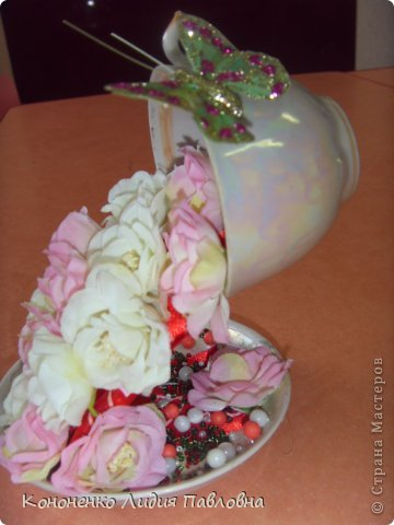 Для работы понадобится:  клей «Момент»,  искусственные цветочки, лента для декорирования,  фото 9
