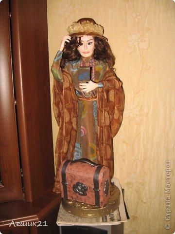 Моя первая кукла из самозастывающей пластики. В руках  зеркальце,шляпка съемная. фото 1