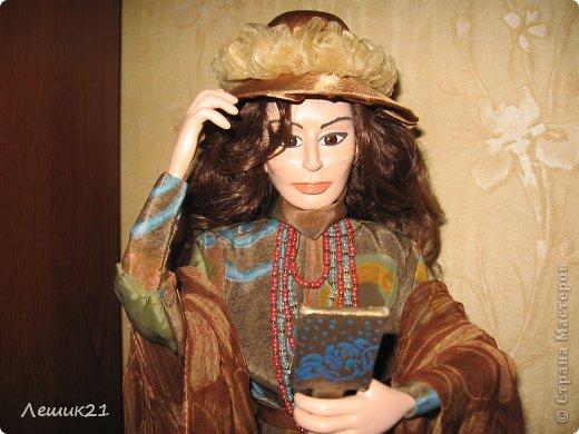 Моя первая кукла из самозастывающей пластики. В руках  зеркальце,шляпка съемная. фото 2