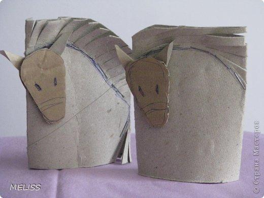 Символ этого года — лошадь. Сильное, выносливое и дружелюбное людям животное. Пусть же лошадь на своей спине принесет всем нам успех, богатство и счастье. наши машинки из рулончиков  https://stranamasterov.ru/node/486682 наши совы из рулончиков  https://stranamasterov.ru/node/542775  фото 8