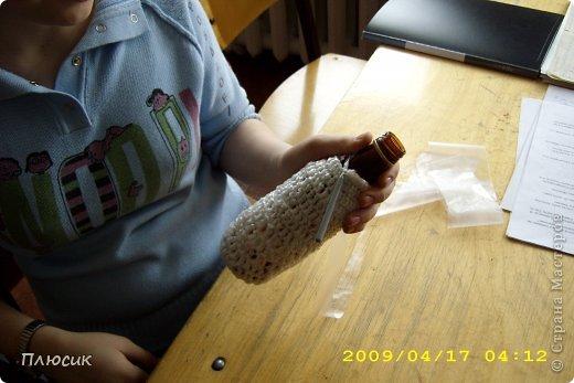 """Представляю вашему вниманию из своего архива 2009 года результаты творчества учениц 6 класса. """"Напитки все выпиты вами до дна - И вроде, бутылка уже не нужна! Постойте! Ещё пригодится она! Здесь просто фантазия ваша важна! Необычный проект вам представить хотим -  Пустую бутылку в шедевр превратим! Возможно, что это «зацепит» и вас. Итак, начинаем творений показ! фото 17"""