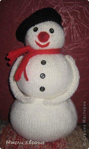 скоро новый год.. связался вот такой снеговик... высота 30 см..