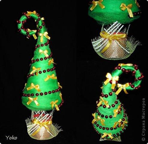 Как-то так вышло, что у меня выходит в год по елке)))))) Вот новенькая) Классическая - зеленая, украшение простое: новогодние бусы и бантики из атласной ленты фото 1