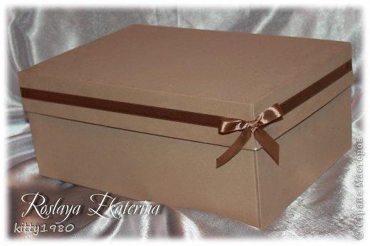 Дорогие мастерицы! Я уж было распрощалась с вами сегодня, но не тут-то было :) В очередной раз просматривая работы, заметила, что здесь нет еще двух моих работ. Это коробочки, которые заказывала одна моя знакомая для своего молодого человека на 23 февраля и день рождения. Первая коробочка была сделана для упаковки подарка - кофеварки и кофейной пары.  фото 4