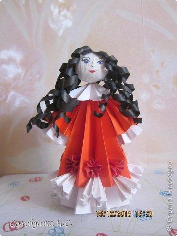 Эта куколка сделана из  модулей кусудамы. Голова из ваты. Остальное все из бумаги. фото 2