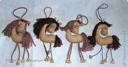Лошадки делала по мастер-классу KoloshikMe https://stranamasterov.ru/node/655776?c=favorite Очень уж мне они понравились.   Кофейные игрушки делаю первый раз. Пахнут очень вкуно, так бы и съела.
