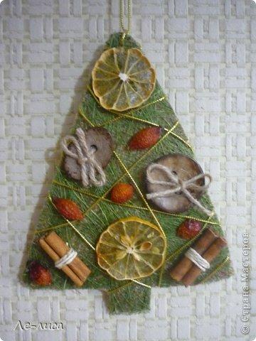 Сразу же хочу поблагодарить Евгению Лиси и её эко-ёлочки, которые вдохновили меня на создание моих ароматных подвесок. Так что этот МК, что называется, по мотивам... Вдохновлялась тут https://stranamasterov.ru/node/671670 фото 13